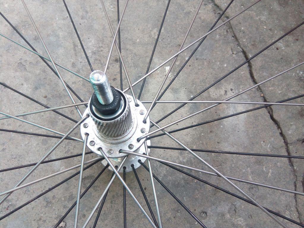 Как правильно спицевать колесо велосипеда