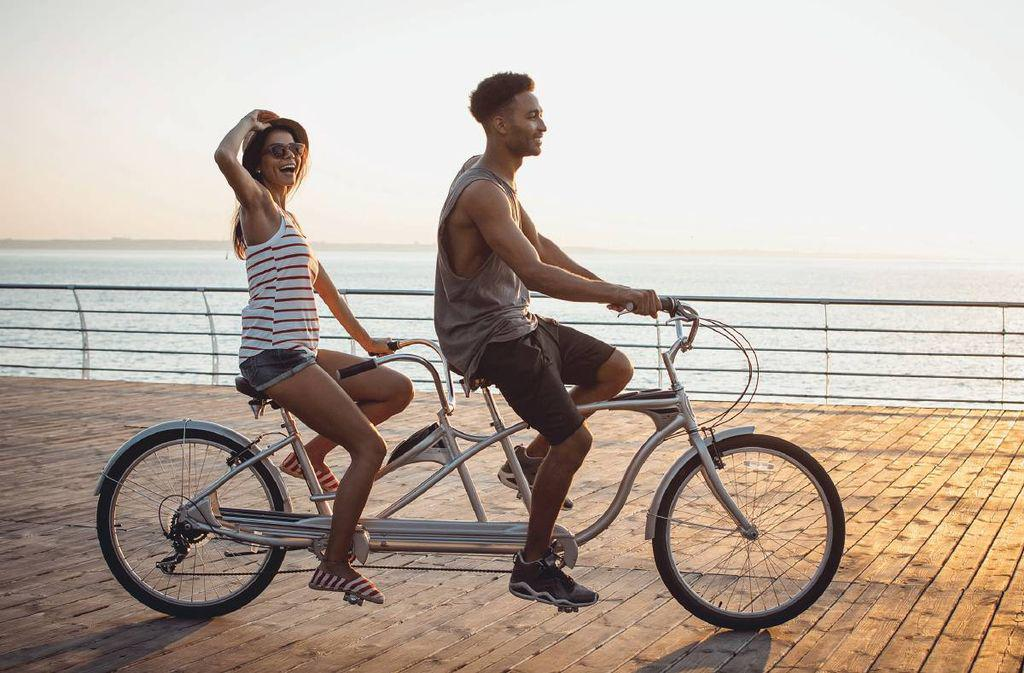 Как научиться кататься на тандеме, преимущества и недостатки двухместного велосипеда, особенности езды.