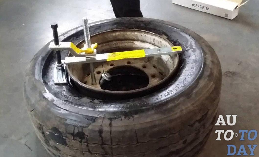 Как заменить колесо своими руками