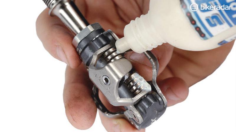 Как разобрать, смазать, заменить или провести ремонт редуктора триммера своими руками