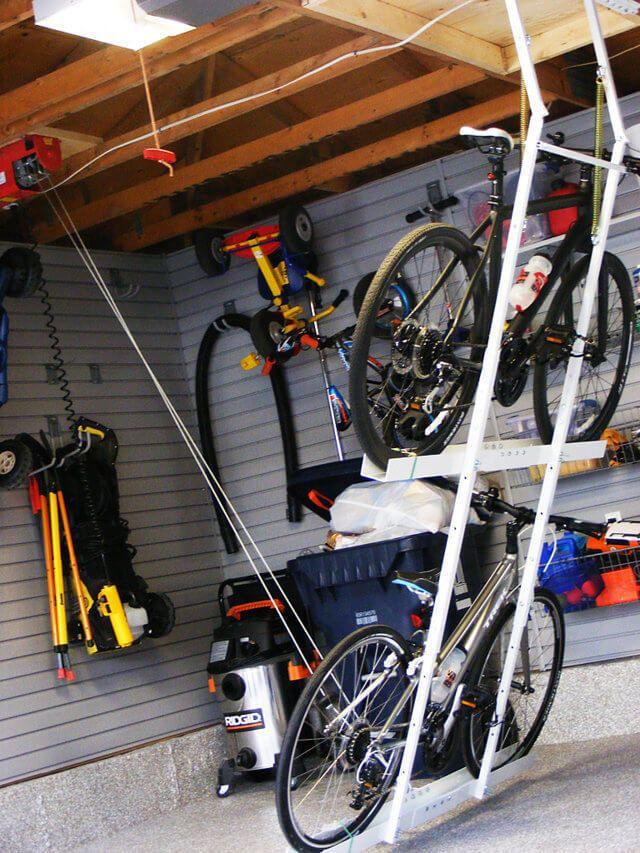 Преимущества хранения велосипеда в гараже и разновидности приспособлений и способов крепления