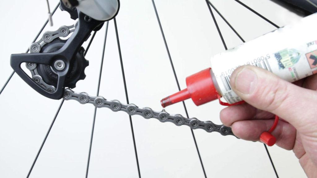 Почему провисает цепь на велосипеде?