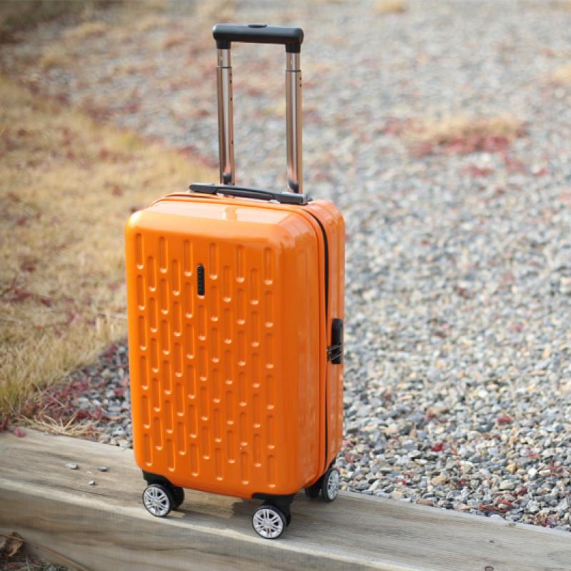 Как выбрать чемодан на колесах для поездок и перелетов