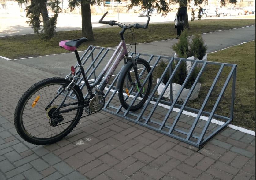 Велопарковки - формы, материалы изготовления и место установки