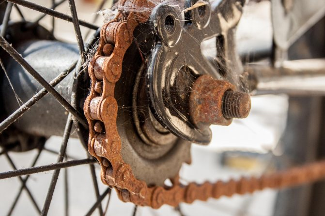 Прокручиваются педали на велосипеде: почему так происходит, что делать?