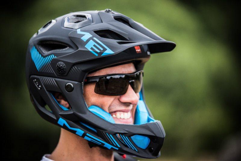 Велосипедный шлем: обзор моделей, особенности выбора и производители