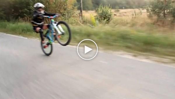 Учимся ездить на заднем колесе на велосипеде