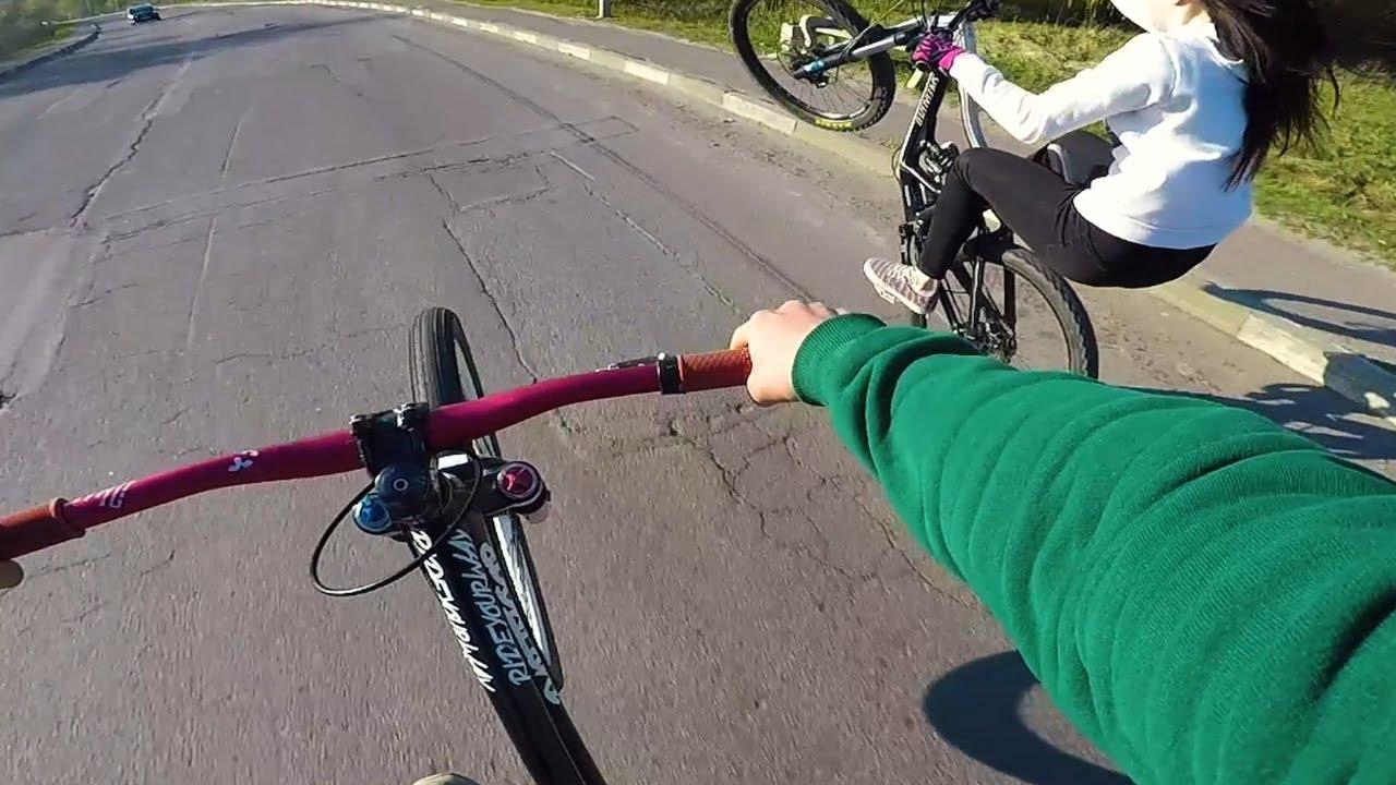 Как встать на заднее колесо на велосипеде