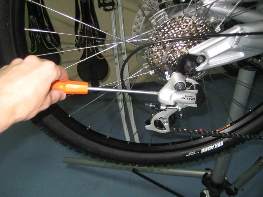 Велосипедный петух: устройство, замена (сборка и разборка)