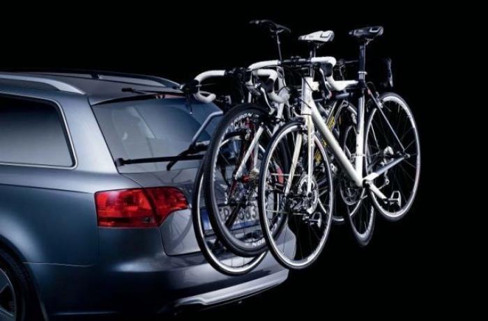 Багажник для велосипеда на заднюю дверь автомобиля: особенности велобагажников для машины, плюсы и минусы велокрепления. как выбрать крепление для перевозки велосипеда сзади авто?