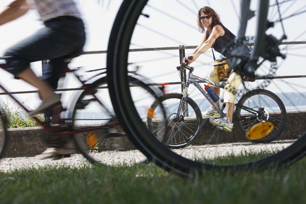 Польза от езды на велотренажере и велосипеде