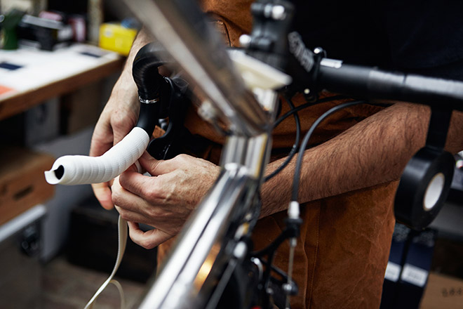 Обмотка руля шоссейного велосипеда