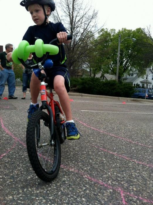 Как кататься на велосипеде без рук