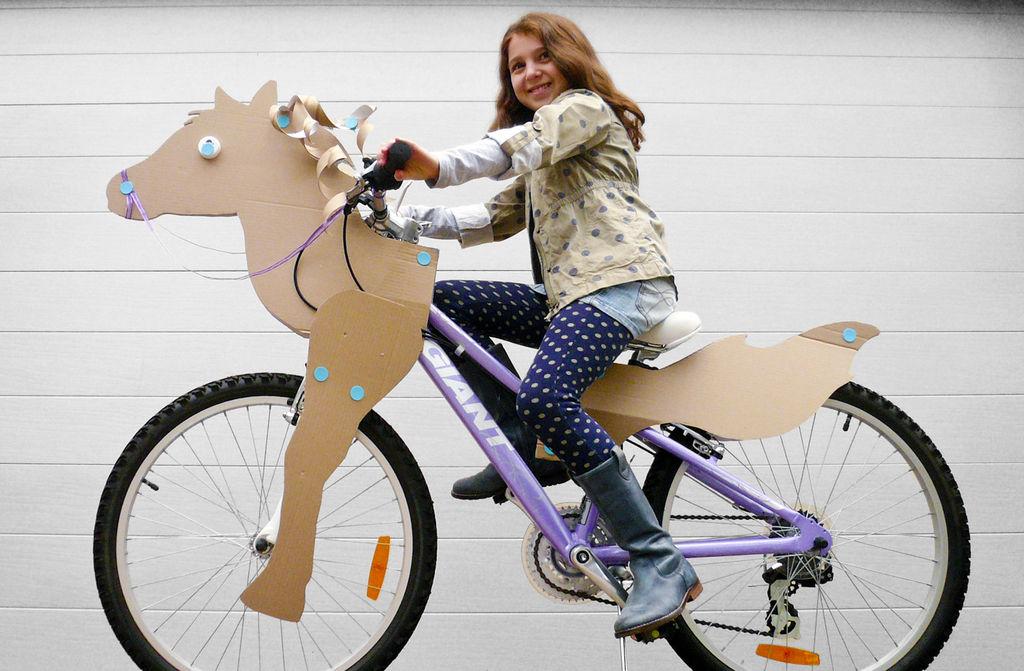 Катафоты на велосипед: конструкция, разновидности, способы крепления