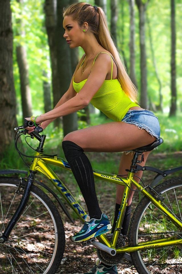 Упражнение велосипед лежа на спине польза, как делать, отзывы