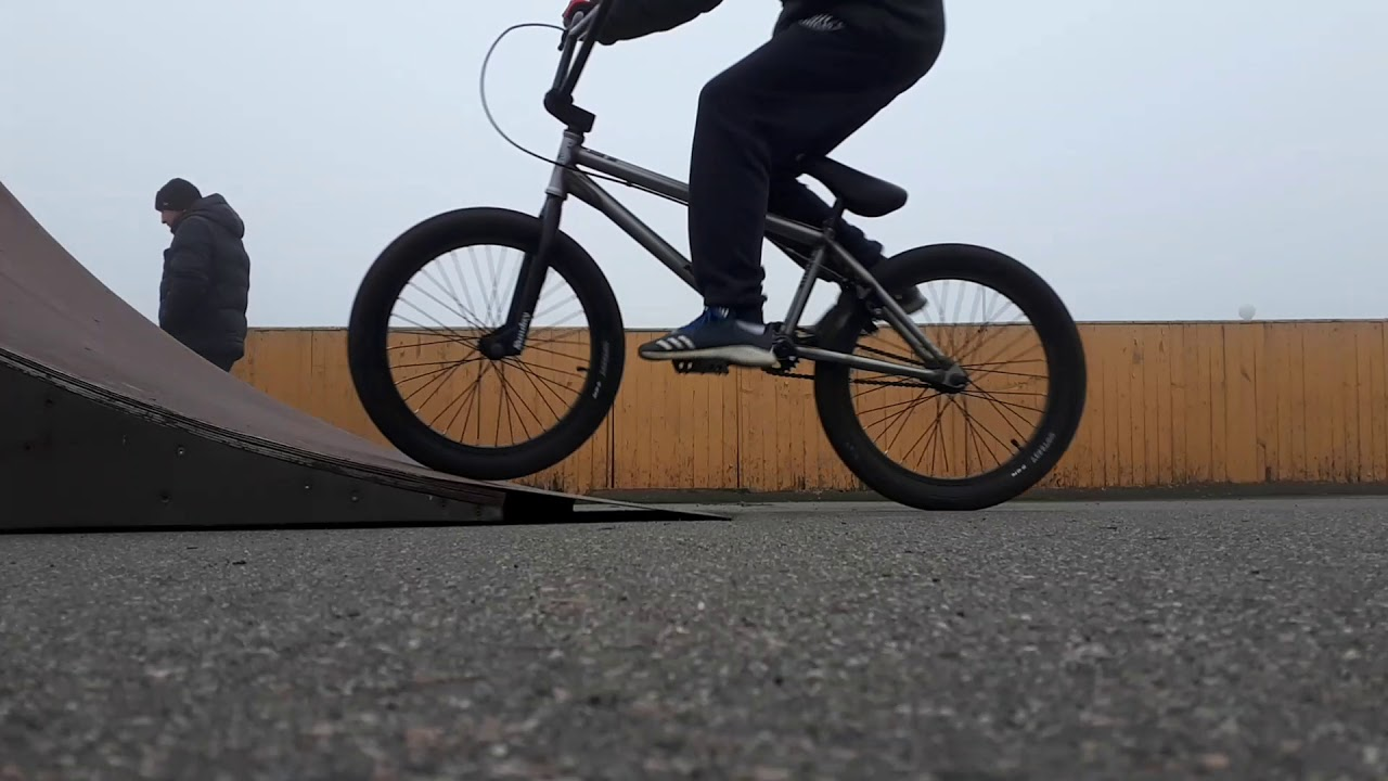 Первые шаги в экстремальном велоспорте: как делать простые трюки на велосипеде
