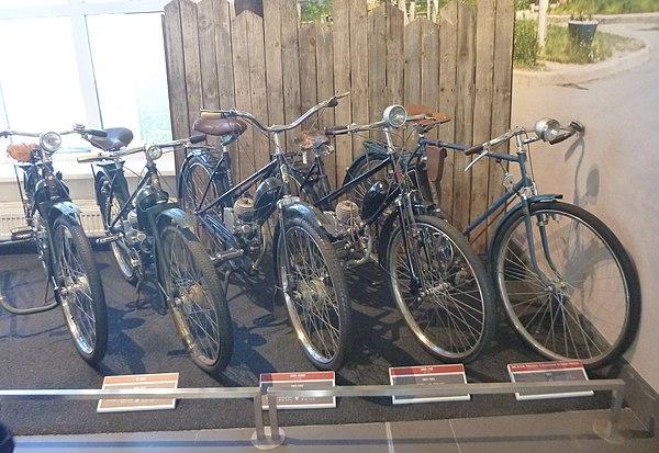 Нужны ли водительские права на велосипед: с бензиновым мотором или электродвигателем?