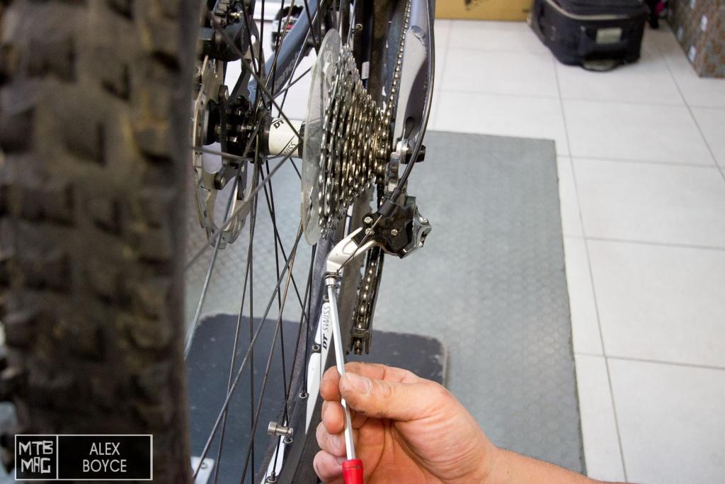 Как надеть цепь на скоростной велосипед видео. зачем нужен натяжитель цепи на велосипеде и его установка