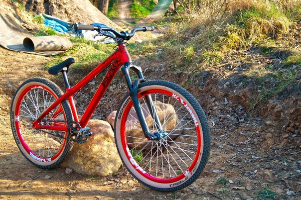 Велосипеды стрит и дёрт: выбор модели для прыжков, бренды дёртовых и стритовых байков