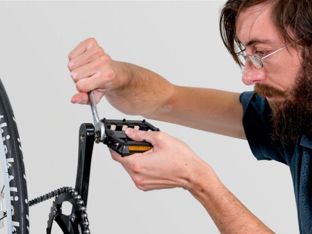 Откручивается педаль на велосипеде что делать