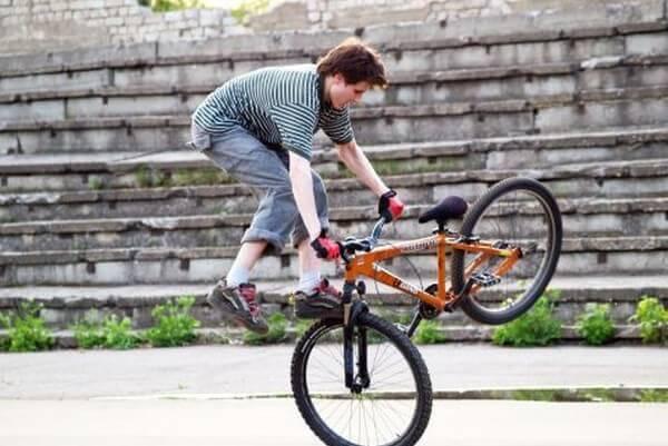 Как научиться прыгать на велосипеде?