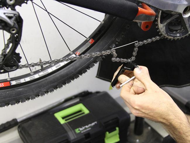 Как снять цепь с велосипеда, устранить неполадки и установить назад?