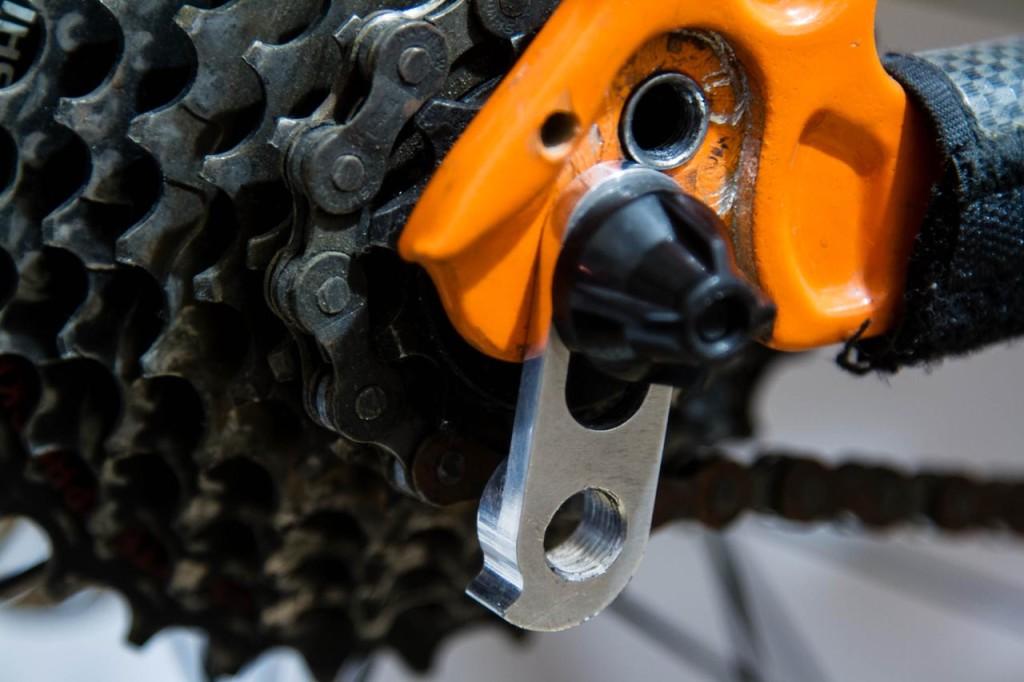 Петух для велосипеда, назначение, разновидности, материалы, монтаж