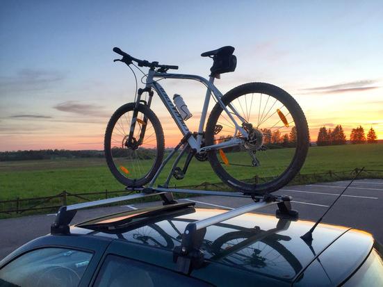 Велобагажник на крышу автомобиля - виды, плюсы и минусы, особенности выбора, советы по установке и использованию