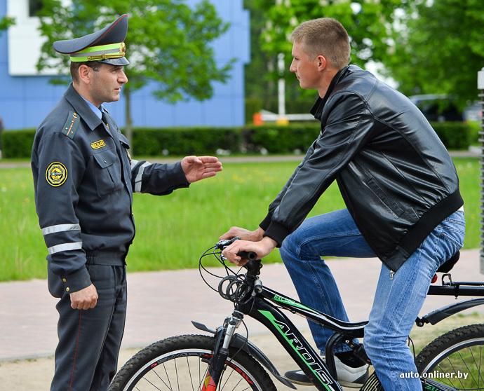 Повторяем законы в преддверии сезона: можно ли на велосипеде ездить по тротуару?