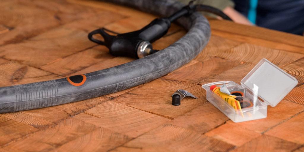 Как выбрать клей для камеры велосипеда и как ее заклеить?