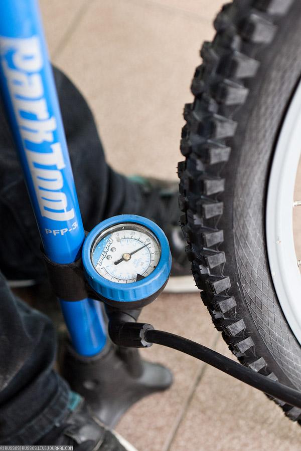 Как правильно накачать шины велосипеда